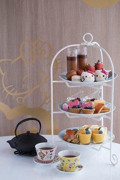 「派對館」的下午茶套餐,提供道地銘茶等,不但精緻美味也全面以KITTY為主題。