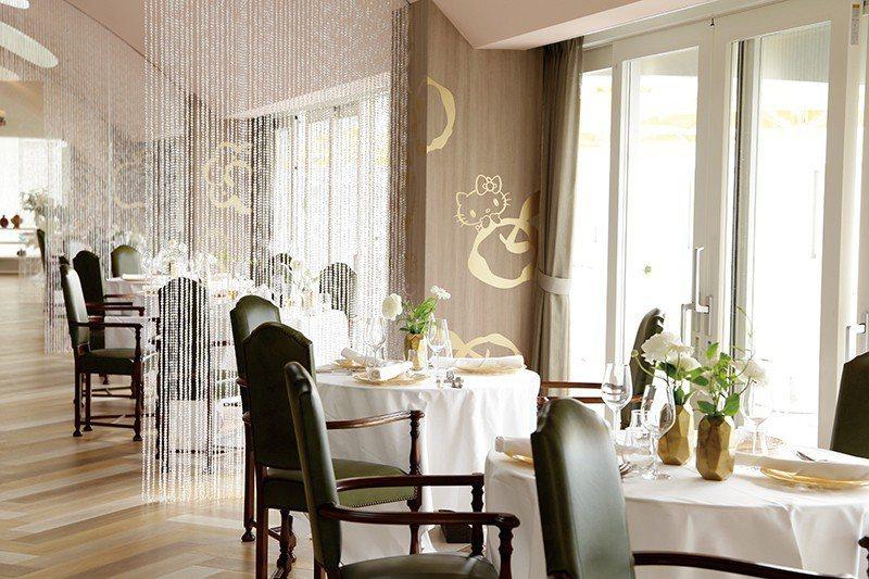 設計典雅的餐廳內也巧妙融入HELLO KITTY的身影。