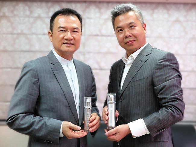 理財周刊發行人洪寶山(左)、鑫悅國際董事長王志偉(右)650