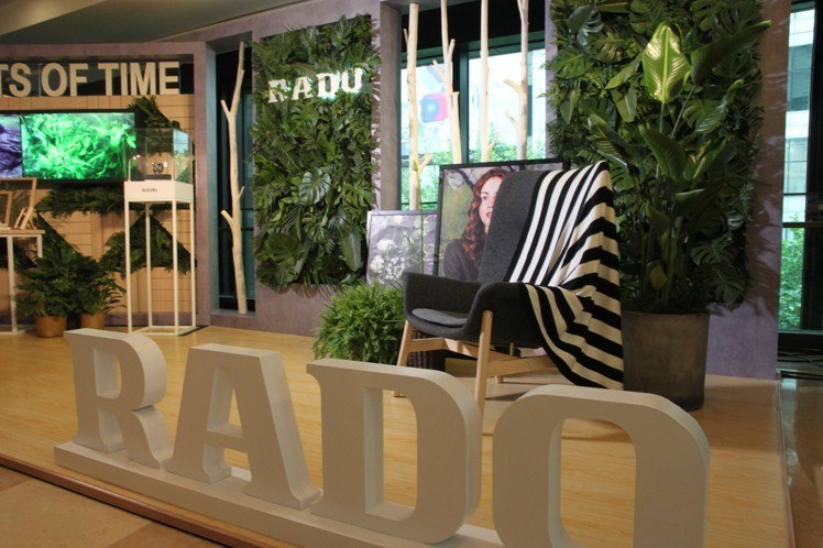 在雷達表新作發表會,品牌把主題中的自然元素當作現場裝飾。圖/記者曾智緯攝影