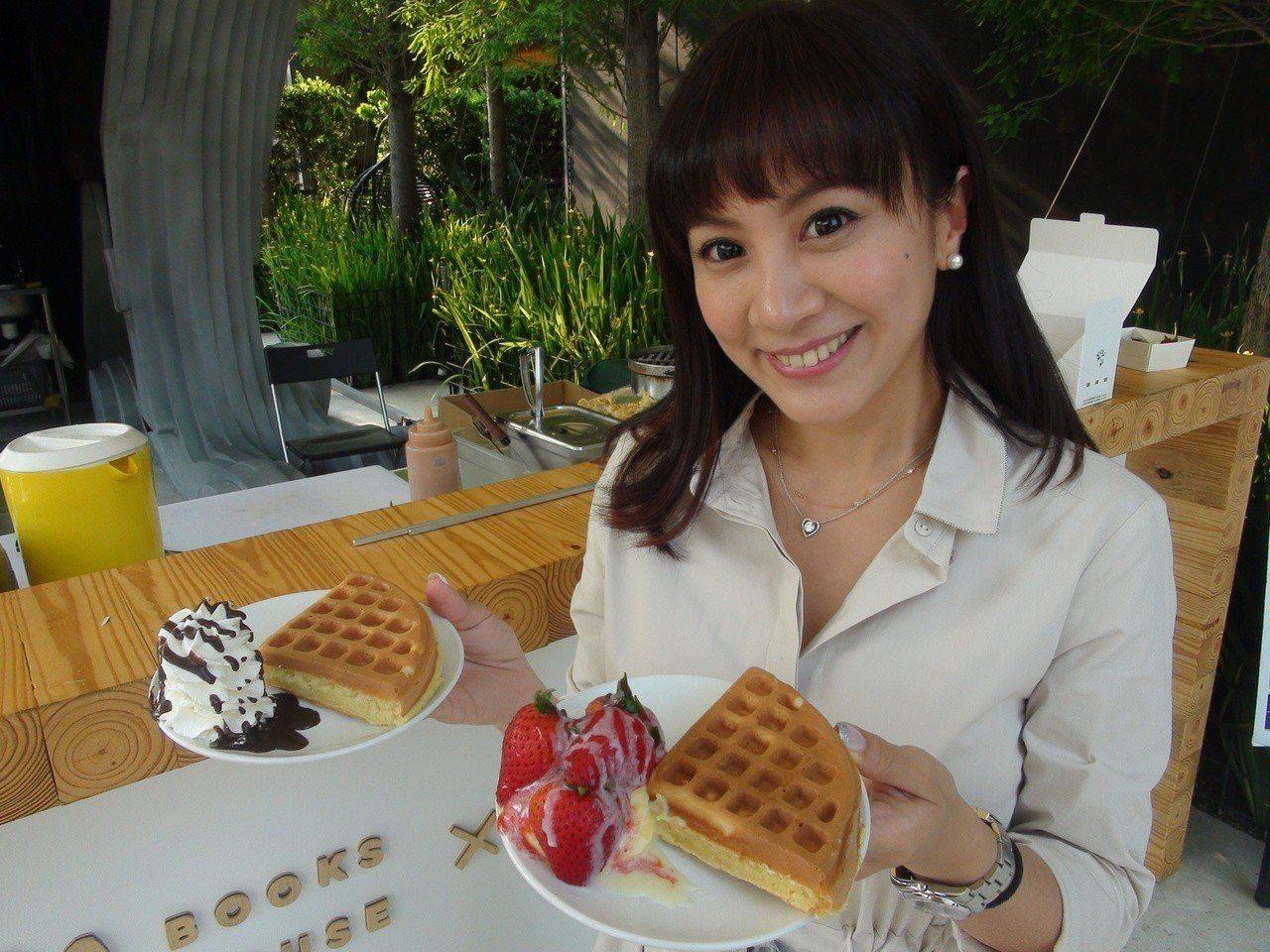 樂樂書屋首度與台北知名的「咖啡弄」異業結盟,在樂樂書屋舉辦聯名快閃活動,讓愛書人...
