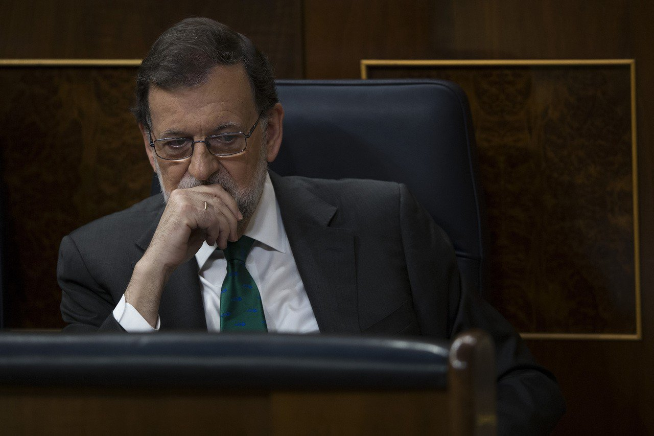 西班牙總理拉霍伊恐因所屬政黨的貪腐醜聞而下台。美聯社