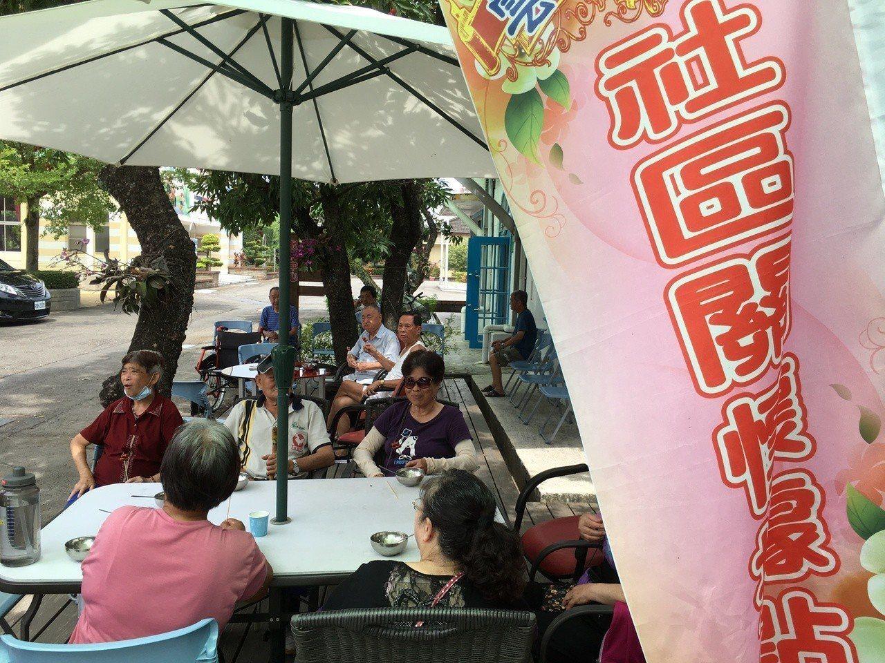 雲林縣老人福利保護協會、雲林榮民之家開辦「康樂小吃店」今天開幕,未來將提供長輩輕...