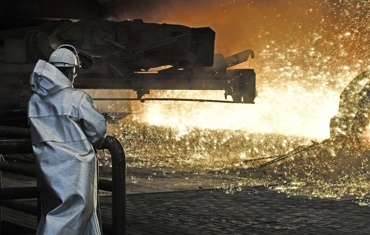 德國杜伊斯堡(Duisburg)的蒂森克虜伯(Thyssenkrupp)鋼鐵廠的...
