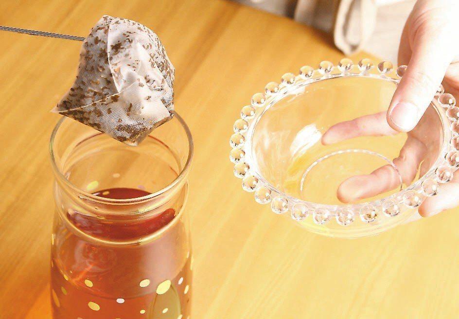 外傳茶葉冷泡熱泡安全性有差別,農委會茶葉改良場表示,茶葉來源若經產銷履歷或有機認...