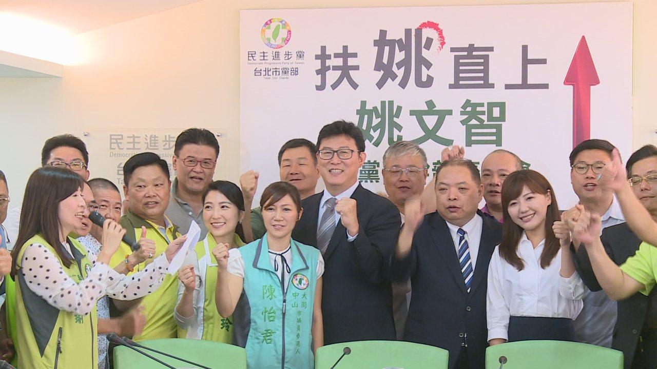 民進黨台北市長參選人姚文智上午拜會民進黨台北市黨部。記者陳煜彬/攝影