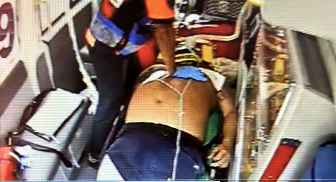 送醫途間,劉一度失去呼吸、心跳,施予心肺復甦術後恢復心跳。記者邵心杰/翻攝