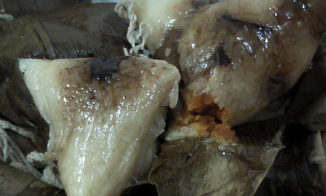 吃粽要適量,而且要趁熱吃,很多人喜歡吃粽配冷飲,這是大忌。記者徐如宜/攝影