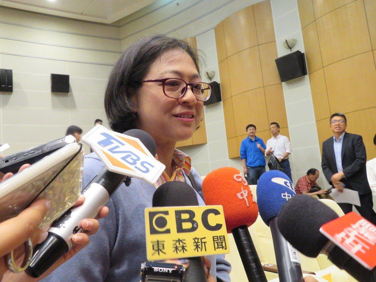 來自台灣的中共19大黨代表盧麗安指出,兩岸目前已經進入體制競爭階段。特派記者林則...
