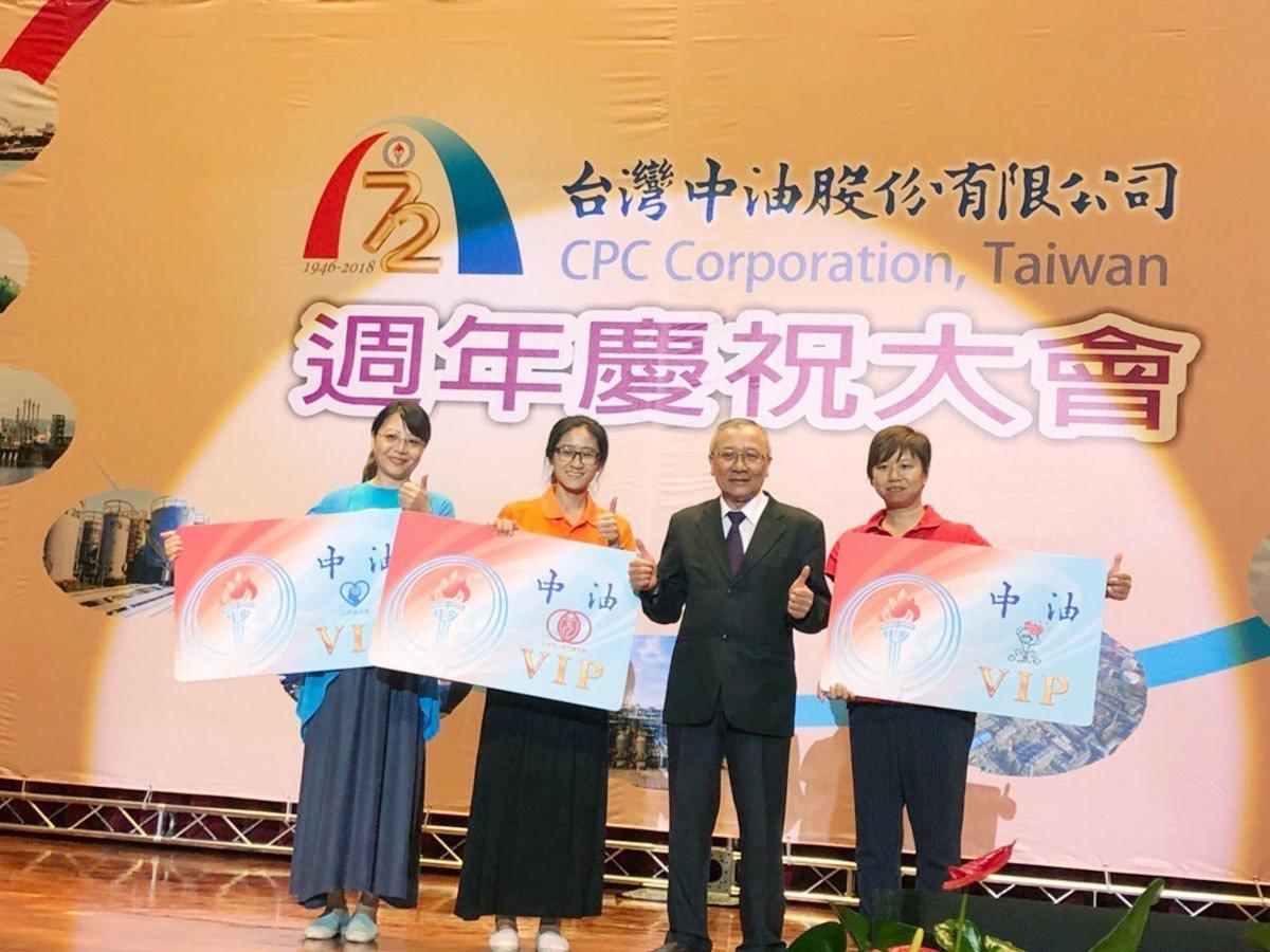 中油董事長戴謙(右二)與心路、弘道、兒福聯盟代表一同啟動合作。圖/心路基金會提供