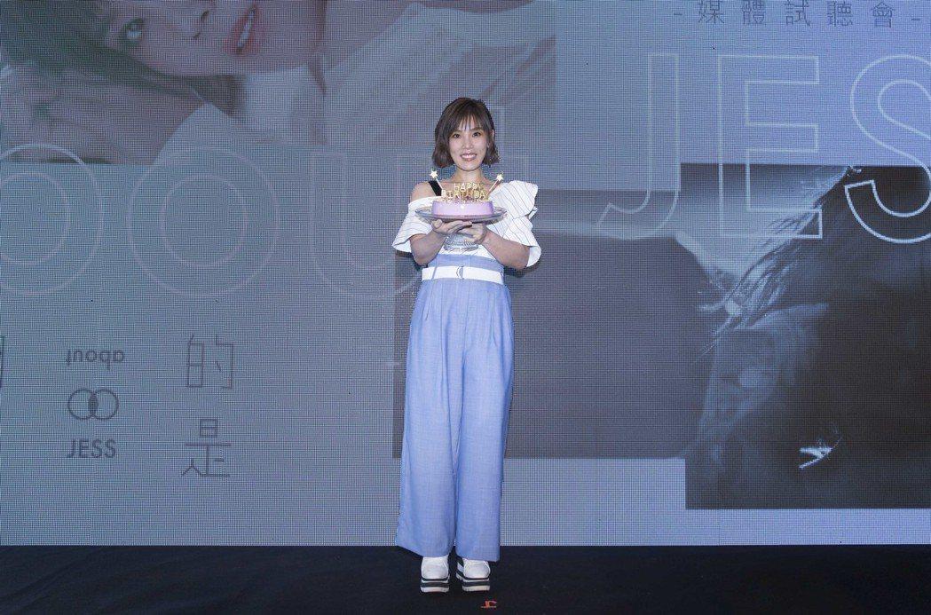 李佳薇1日舉辦新專輯聽歌會。圖/華納提供