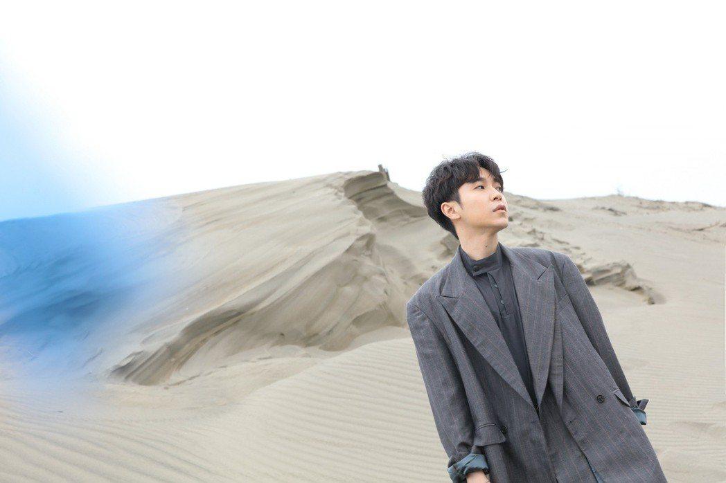吳青峰新歌「Everybody Woohoo」MV。圖/大房小山音樂提供
