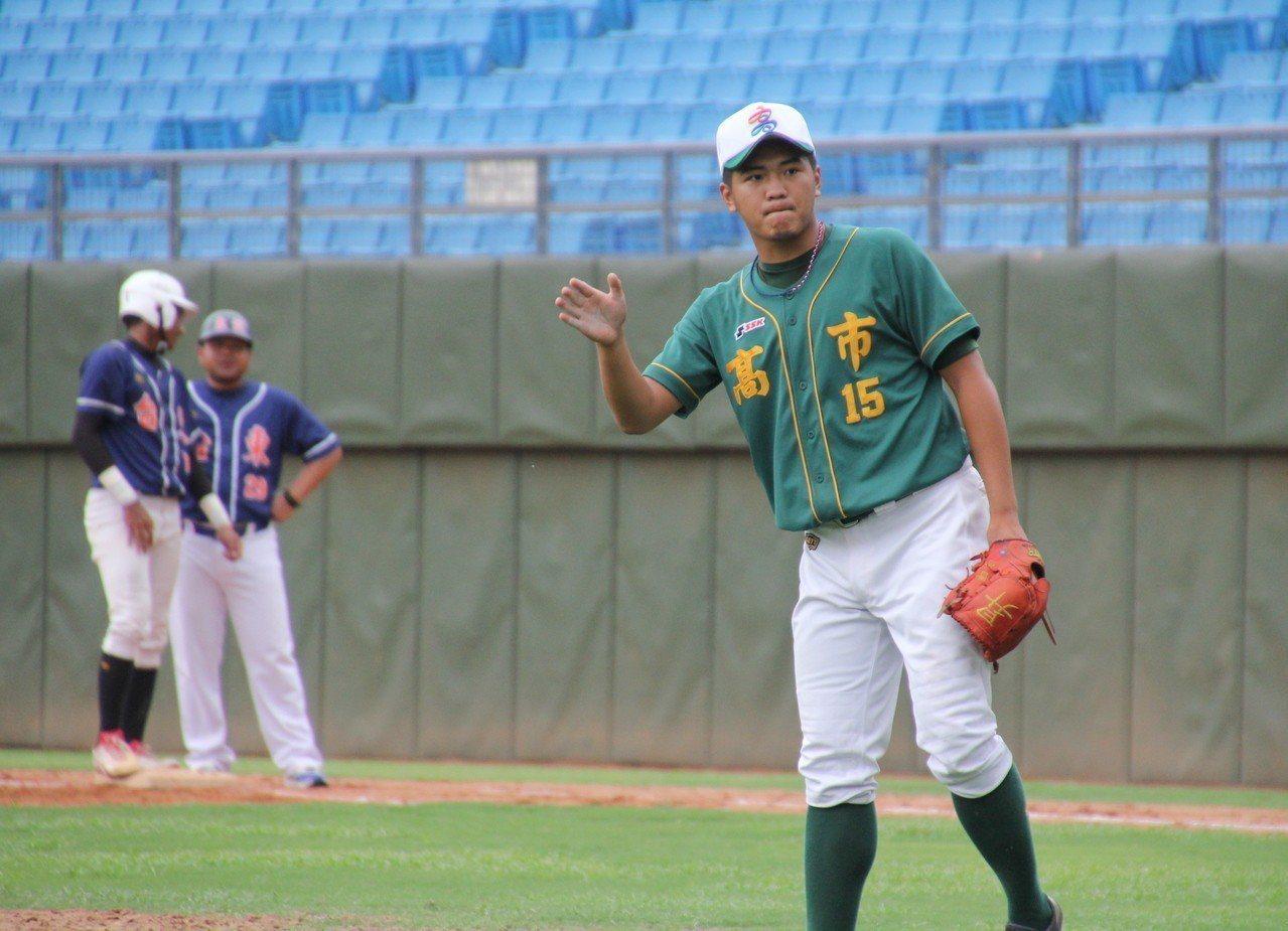 徐昇暉在第9局被首名打者擊出安打後被換下場,但隊友成功守住勝利。記者葉姵妤/攝影