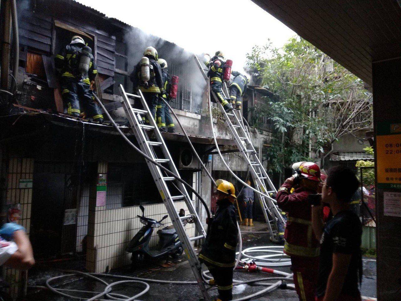 台北太原路火警,造成兩死一命危。記者李承穎/翻攝