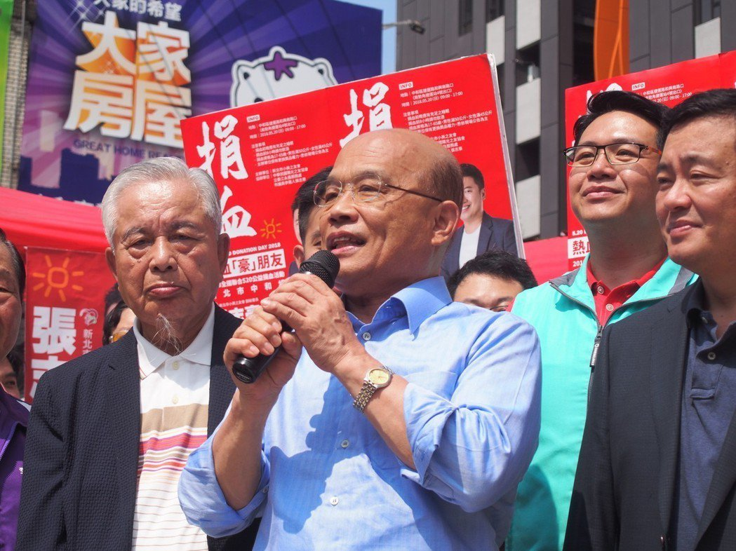 民進黨決定徵召蘇貞昌(中)參選新北市長後,兩個月來在多項民調裡多處於落後的局面。...
