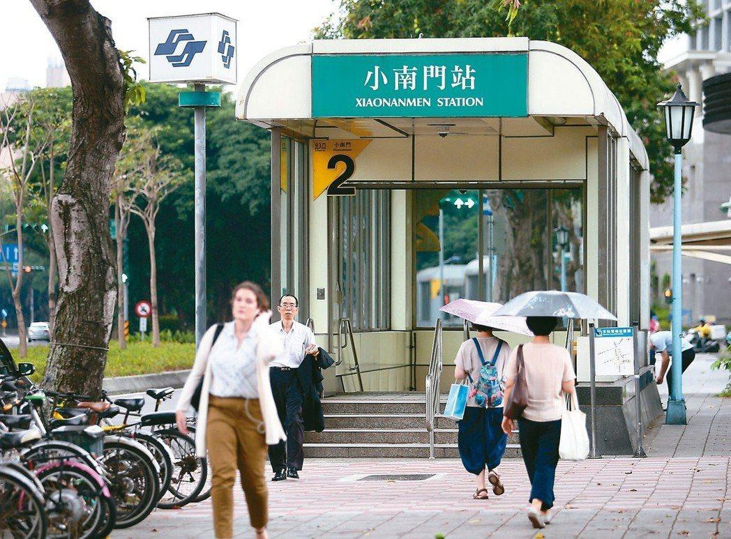 捷運小南門站生活圈,一直是房市的票房保證。 記者杜建重/攝影