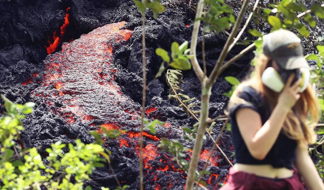 美國夏威夷的基拉韋亞火山,岩漿河已逐漸蔓延致居民生活區域。 圖/美聯社