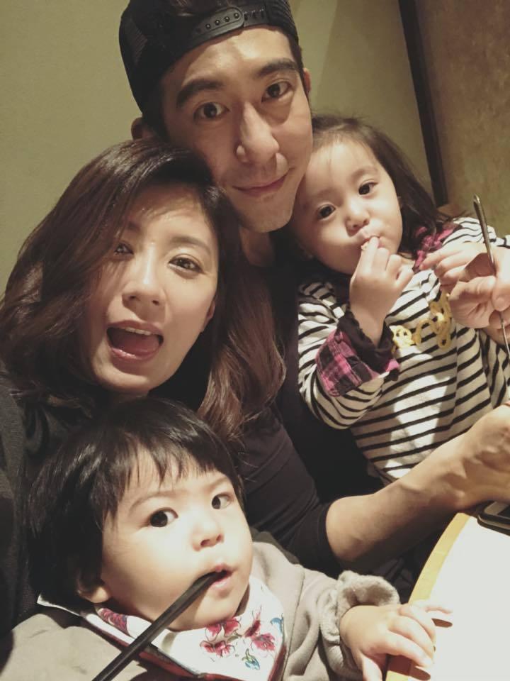 賈靜雯、修杰楷帶2萌娃咘咘、Bo妞超幸福。圖/摘自臉書