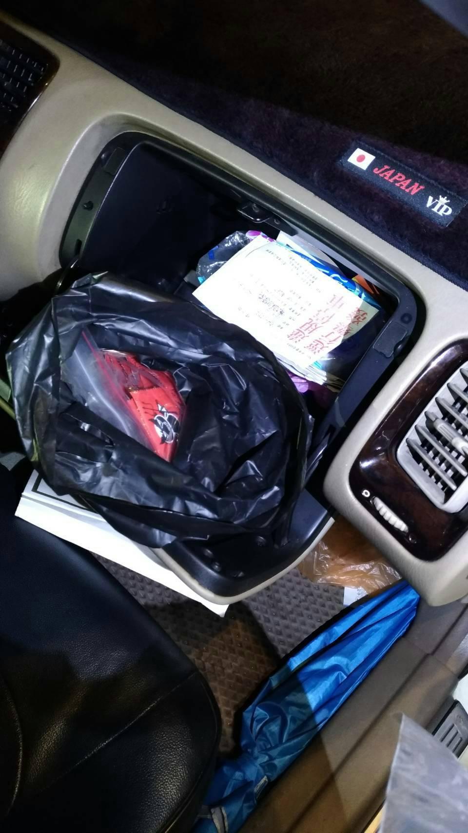 台中市西屯區顏姓男子上月28日因違規停車,被警方查獲大量毒品。記者陳宏睿/翻攝