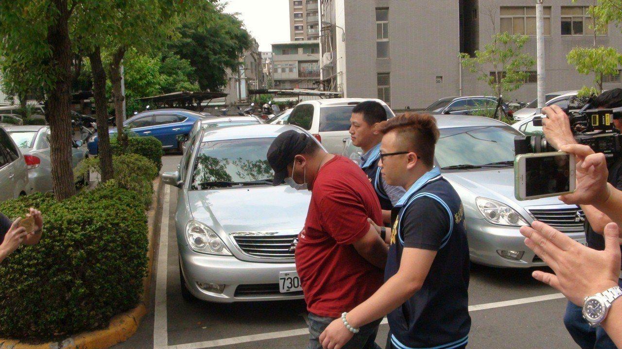 台北市信義商圈新光三越百貨地下停車場,昨天發生擄人強盜案,謝嫌嫌犯於案發後4小時...