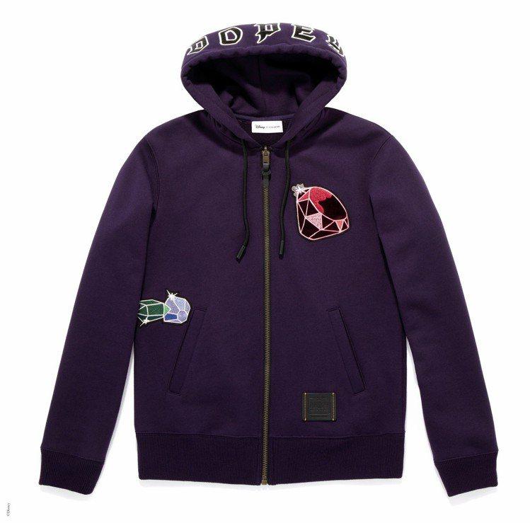 白雪公主系列Dopey(糊塗蛋)款式連帽外套,售價10,800元。圖/COACH...