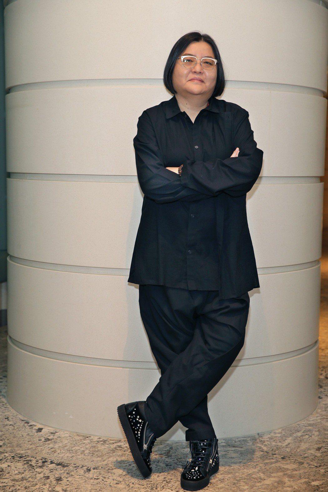 邱瓈寬接受雜誌專訪穿上名牌鞋展現不凡氣勢  圖  WE PEOPLE  東西名人