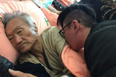 85歲的傅達仁日前帶著家人前往瑞士,準備執行安樂死。他胰臟癌進入末期,每天疼痛難忍,藥石無效,讓他更堅定一心求死。他每天持續在臉書發文寫下臨別感言,肯定表示:「這次來到瑞士,花那麼多錢和生命,就是要...