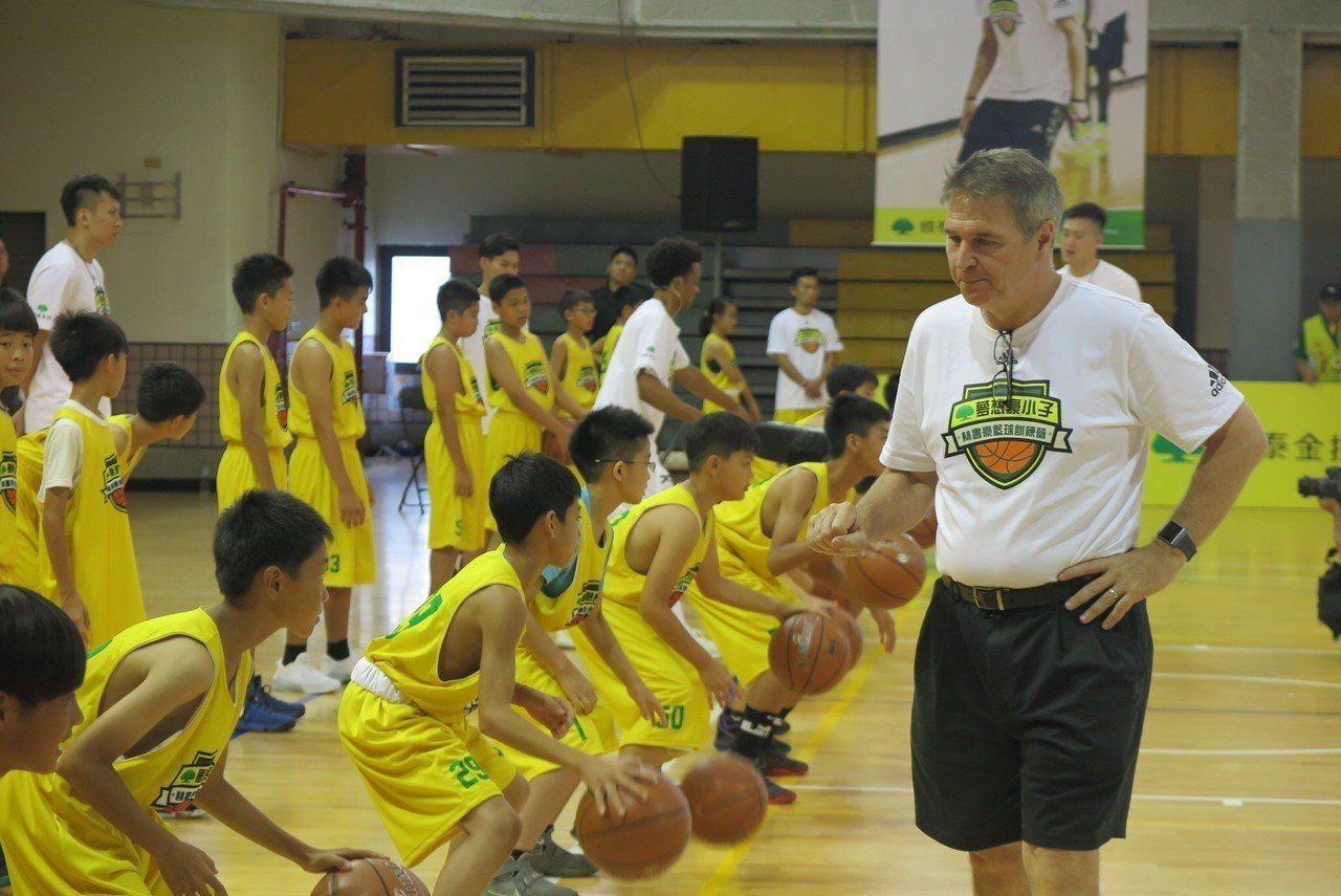 林書豪高中恩師教練迪本布洛克首度來台一同參加林書豪籃球訓練營。記者毛琬婷/攝影