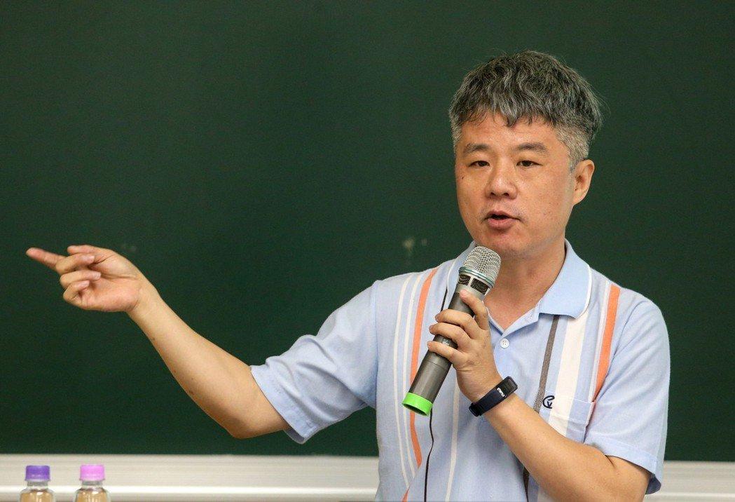 《報導者》總編輯何榮幸今發表演說。記者鄭清元/攝影