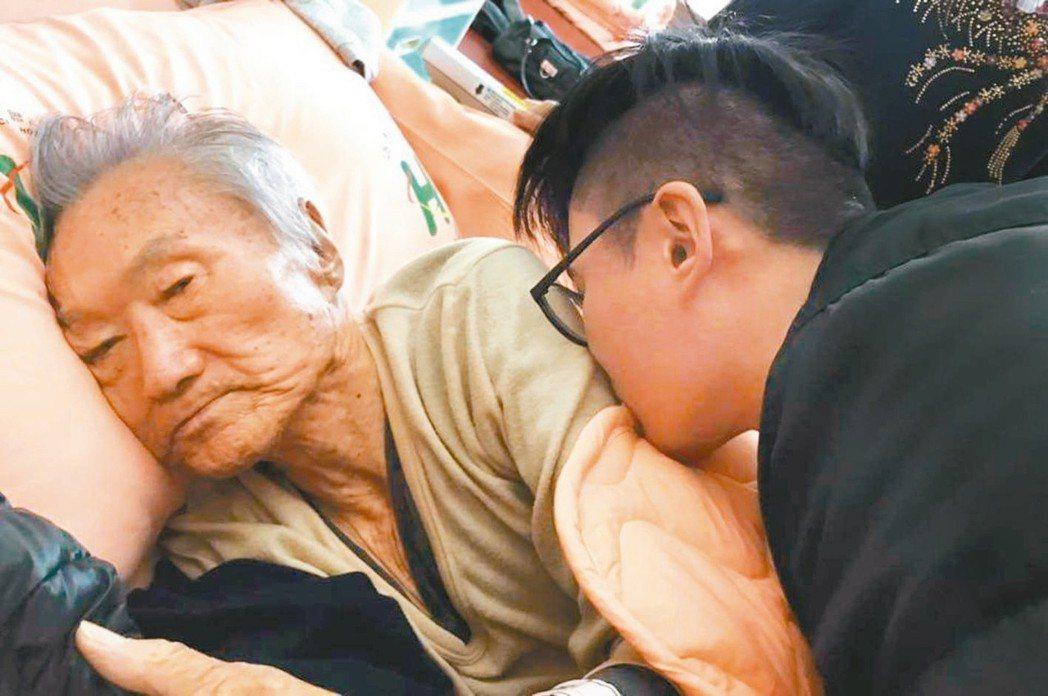 傅達仁病容曝光,兒子難捨他受苦。 圖/摘自臉書