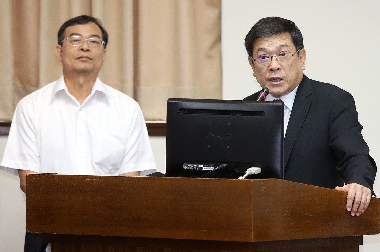 全台今年供電饋線跳脫事故頻傳,台電董事長楊偉甫(右)擔心是系統性問題。 圖/聯合...