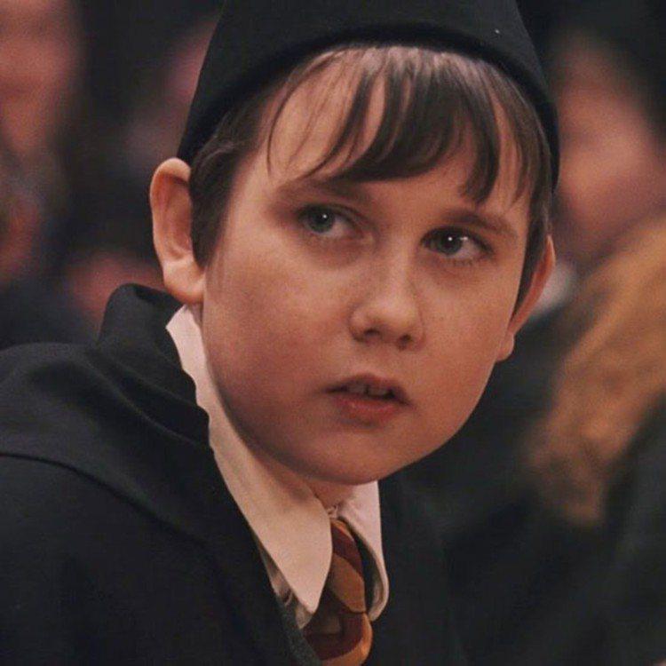 飾演「奈威」的馬修路易斯童年時期是個小胖子。圖/摘自推特
