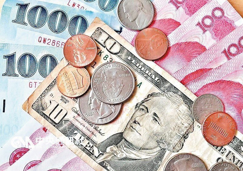 為滿足民眾的資產配置需求,近期銀行競推的外幣定存專案,除美元外,還有人民幣可供選...