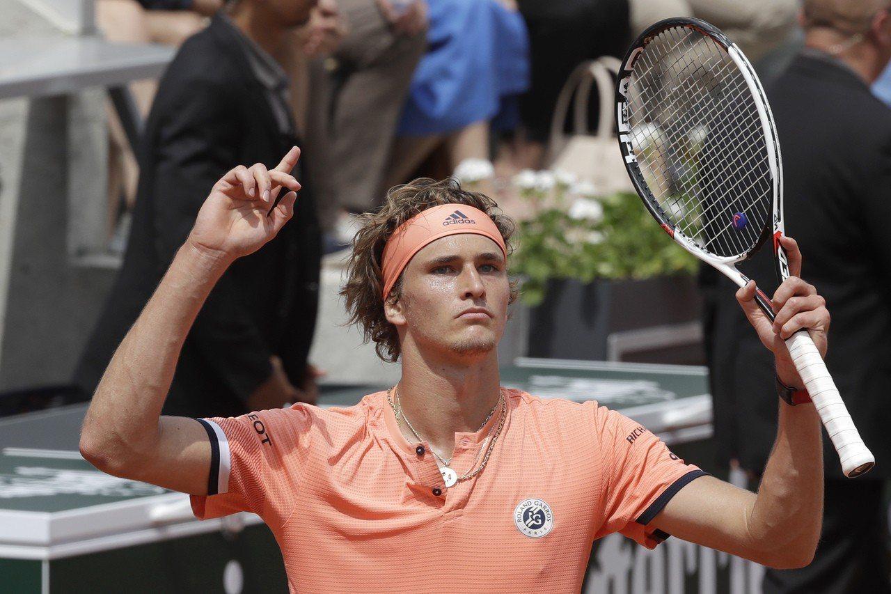 21歲「德國金童」澤瑞夫連3場都鏖戰5盤勝出,生涯首闖法網八強。 美聯社