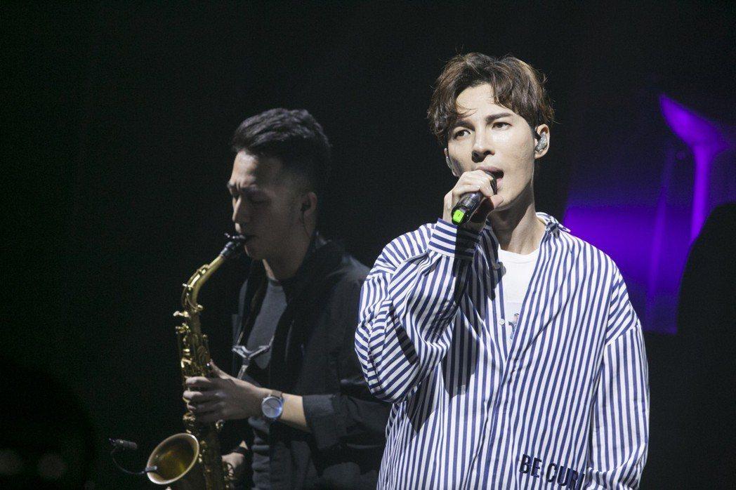出道超過10年的馬來西亞歌手陳勢安(右)2日晚間在台北舉行「耳朵鼻子空房間」生日...