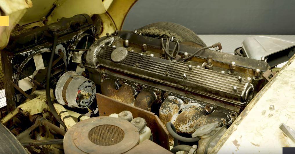 老舊且佈滿鏽班的引擎室。 摘自Edd China