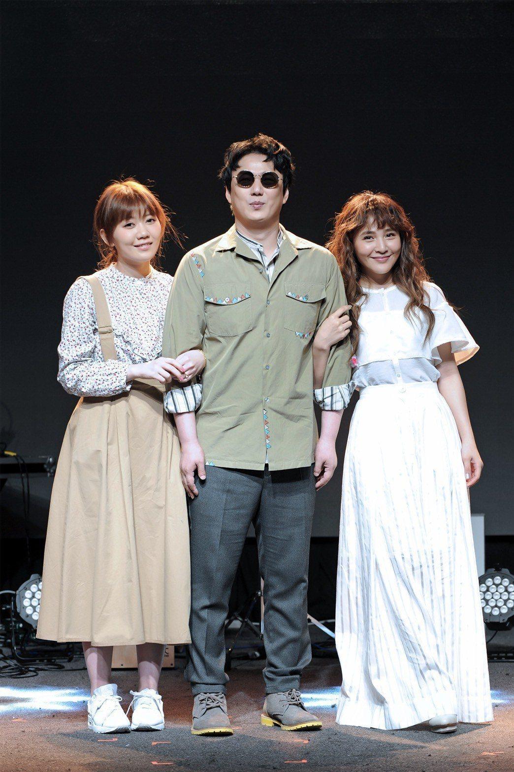 梁文音2日舉辦小型演唱會,蕭煌奇(右)和日本歌手MACO擔任嘉賓。圖/環球音樂提