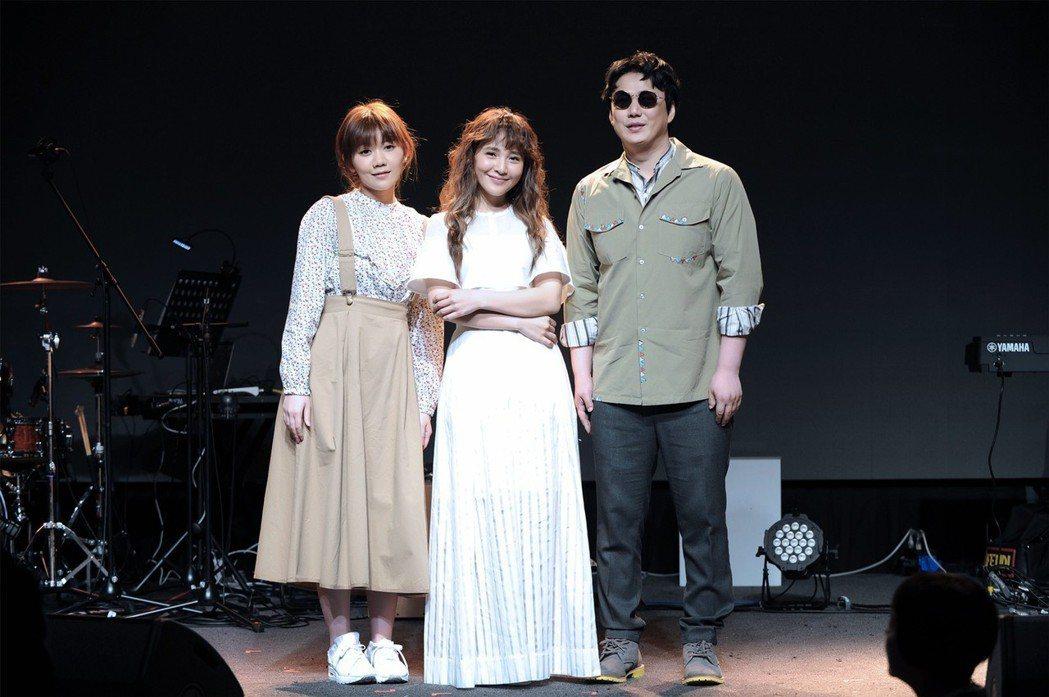 梁文音2日舉辦小型演唱會,蕭煌奇(右)和日本歌手MACO擔任嘉賓。圖/環球音樂提...