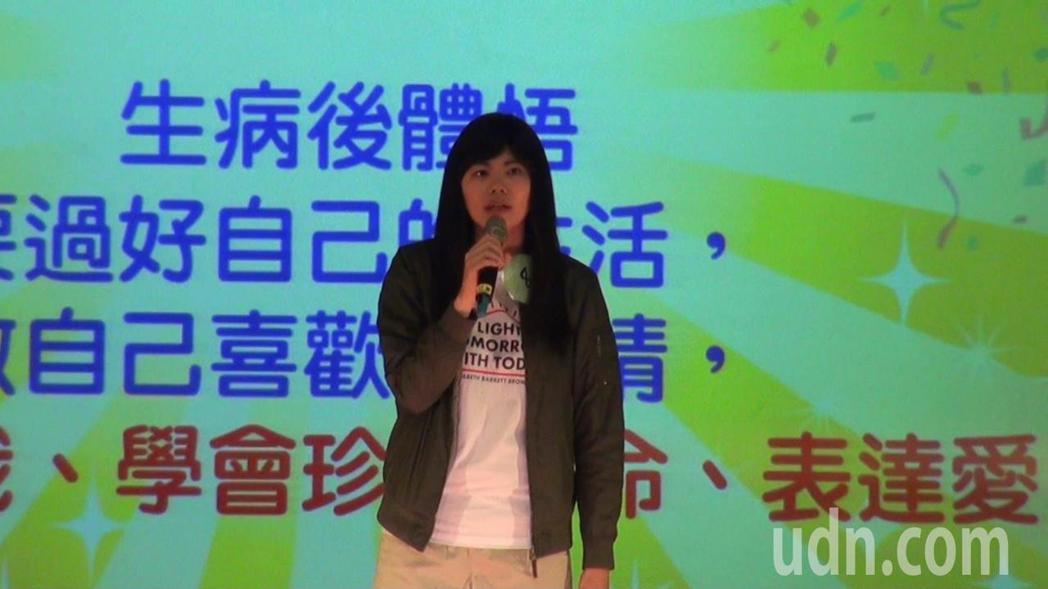 腦癌女孩龔嘉琳演唱盧廣仲的「幾分之幾」,感謝老公不離不棄。記者王昭月/攝影