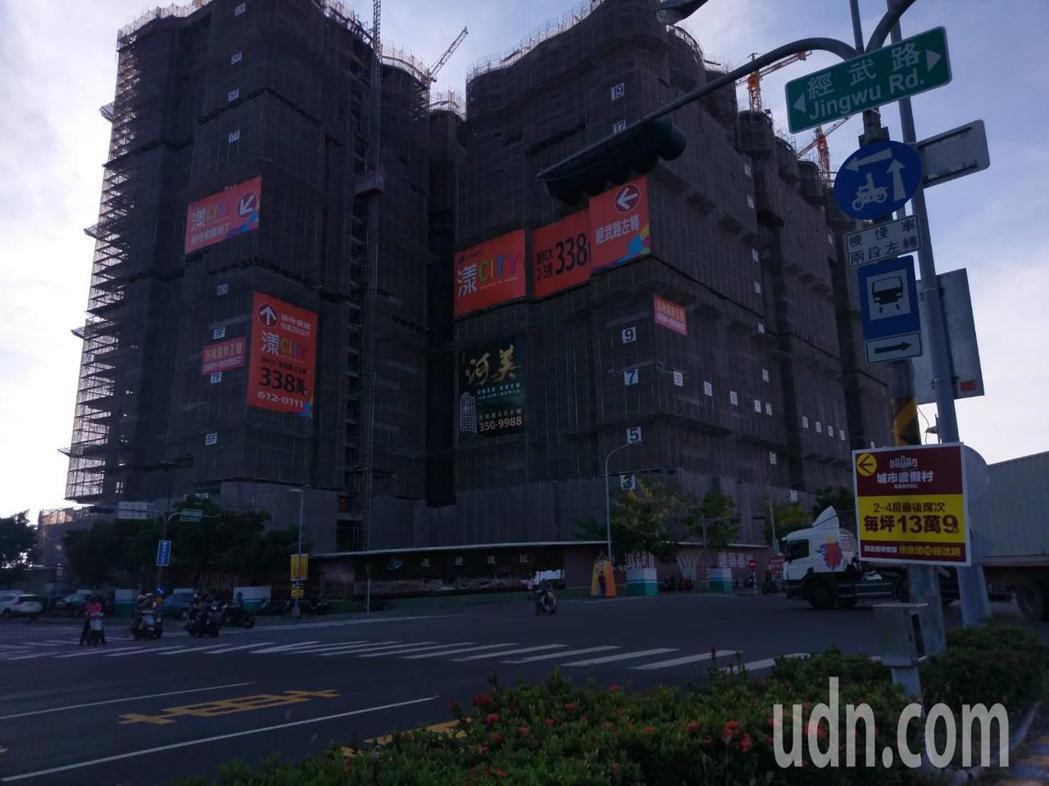 高雄市新市鎮一帶建案多。記者謝梅芬/攝影