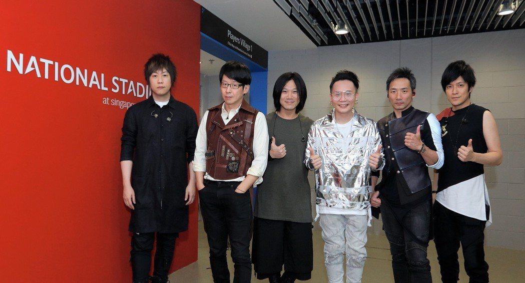 五月天2日在新加坡開唱,廷廷(蕭秉治)擔任暖場嘉賓。圖/相信音樂提供