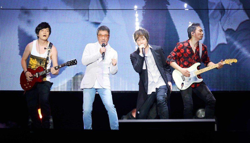 五月天2日在新加坡開唱,李宗盛擔任嘉賓。圖/相信音樂提供