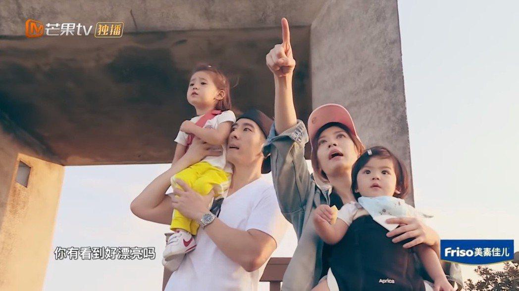 賈靜雯一家四口到龜山島旅遊。圖/截圖自youtube