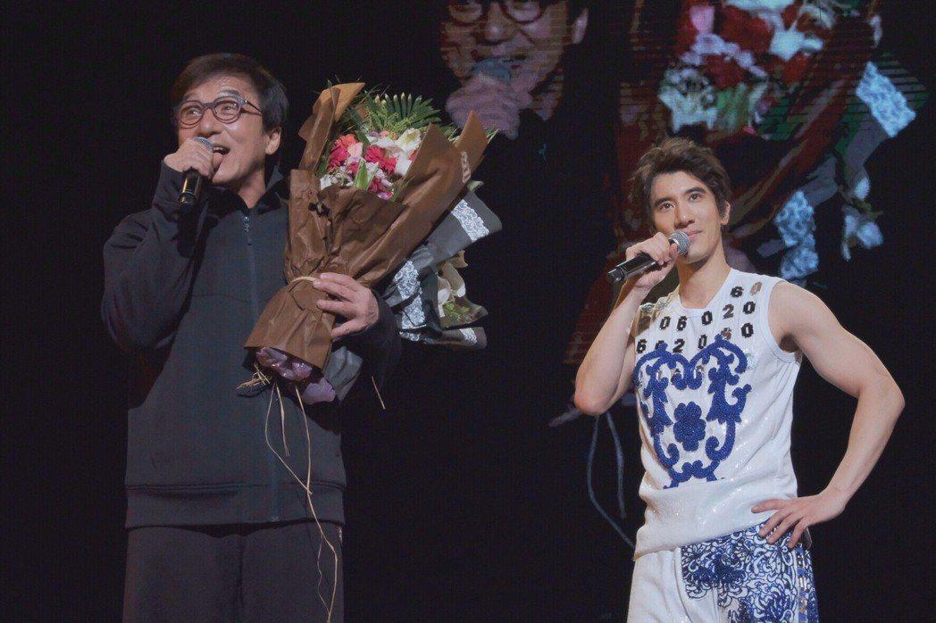 成龍驚喜現身王力宏演唱會。圖/宏聲娛樂提供
