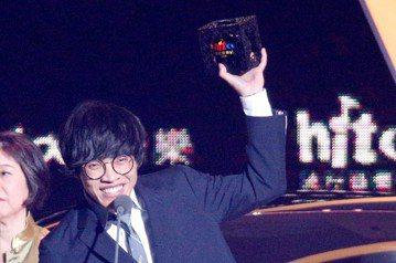 2018hito流行音樂獎在台北小巨蛋舉行頒獎典禮,盧廣仲獲頒hito電視主題曲。