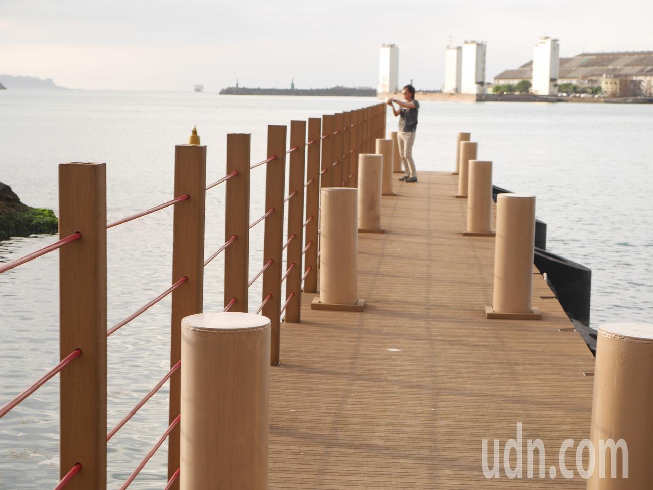 海岸第一排,看大船入港,看夕陽落日,美到叫人驚嘆的基隆港「白宮」,基隆港務分公司...