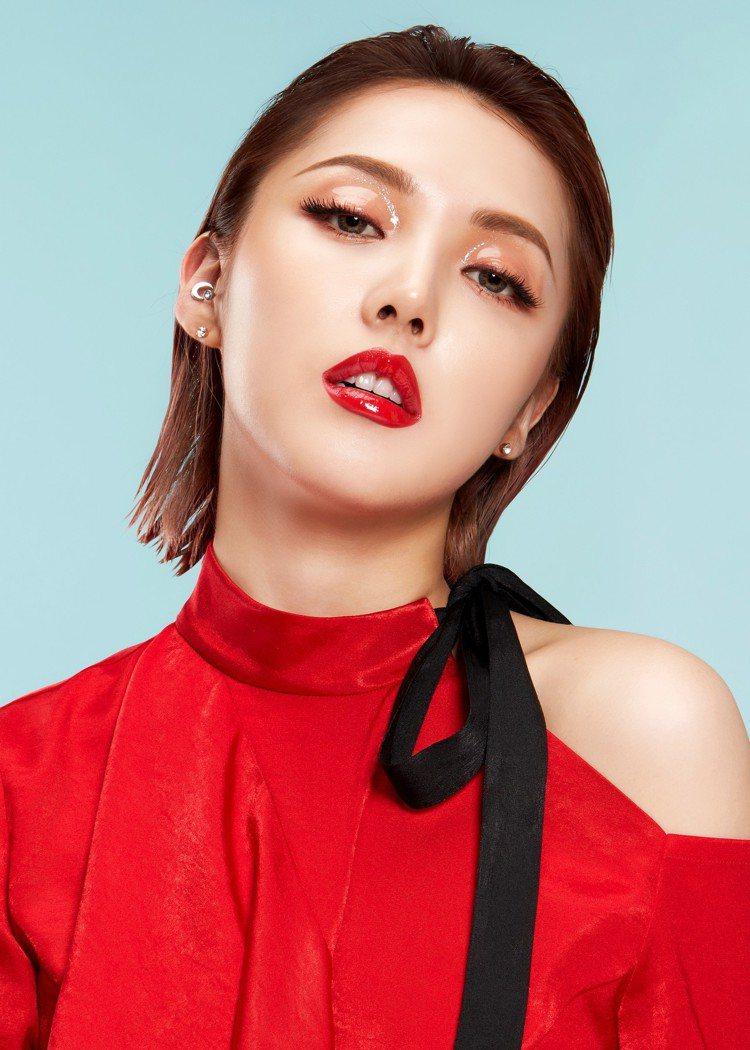 PONY EFFECT超璃光水唇衣運用全新升級科技,打造液態璃光配方。圖/PON...
