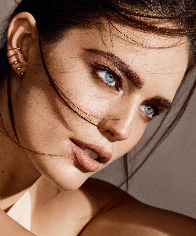 夏日眉型除了強調自然不造作,更要持久抗暈染。圖/媚比琳提供