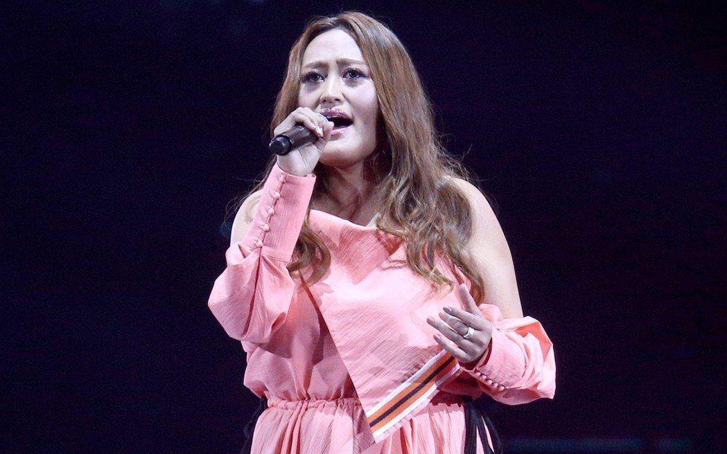 家家3日出席hito流行音樂獎頒獎典禮,眼尖的觀眾發現她清瘦不少。記者林伯東/攝...