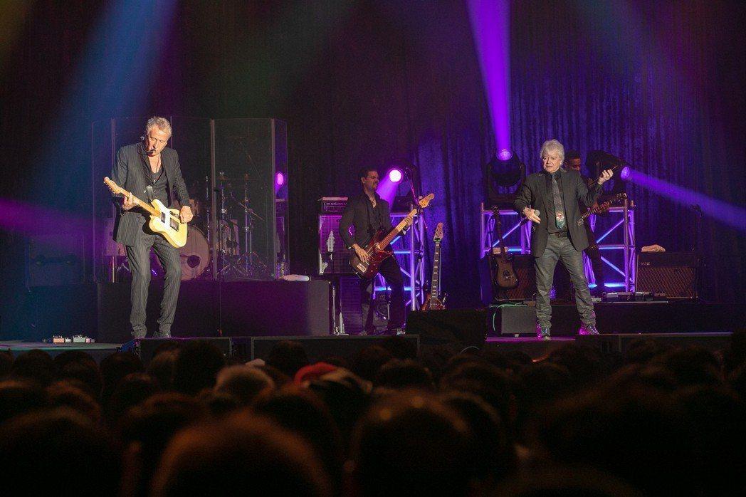 「空中補給」合唱團,今晚再度在台大綜合體育館開唱。圖/就是現場提供